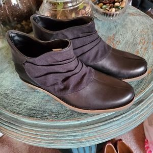 Merrell black leather and linen booties, 7.5